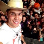 Dustin Lynch Injured By Flying Can Of Beer At Florida Concert, Man Gets Away