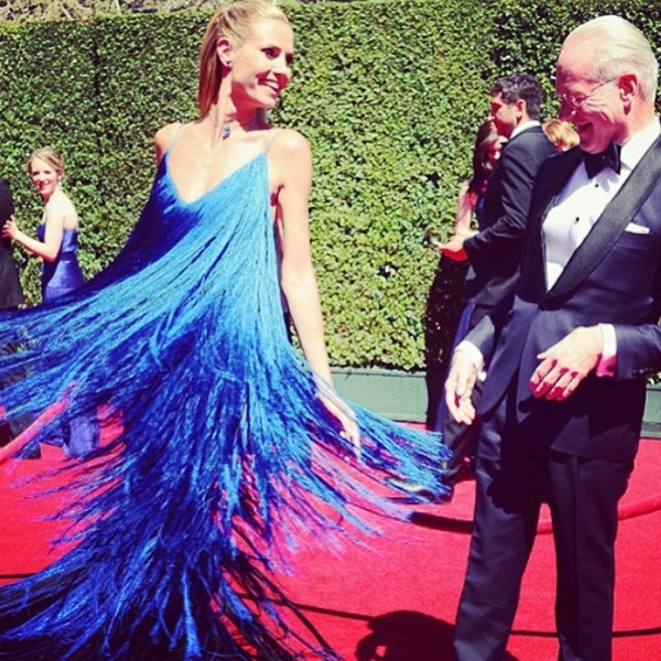 Klum Tiny Strings Dress: Heidi Klum Dons Dress Made Of Tiny Strings At The Creative Arts Emmys