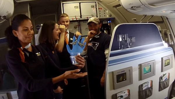 couple married on plane to seattle